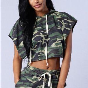 Fashion nova Camo crop top SZ Medium